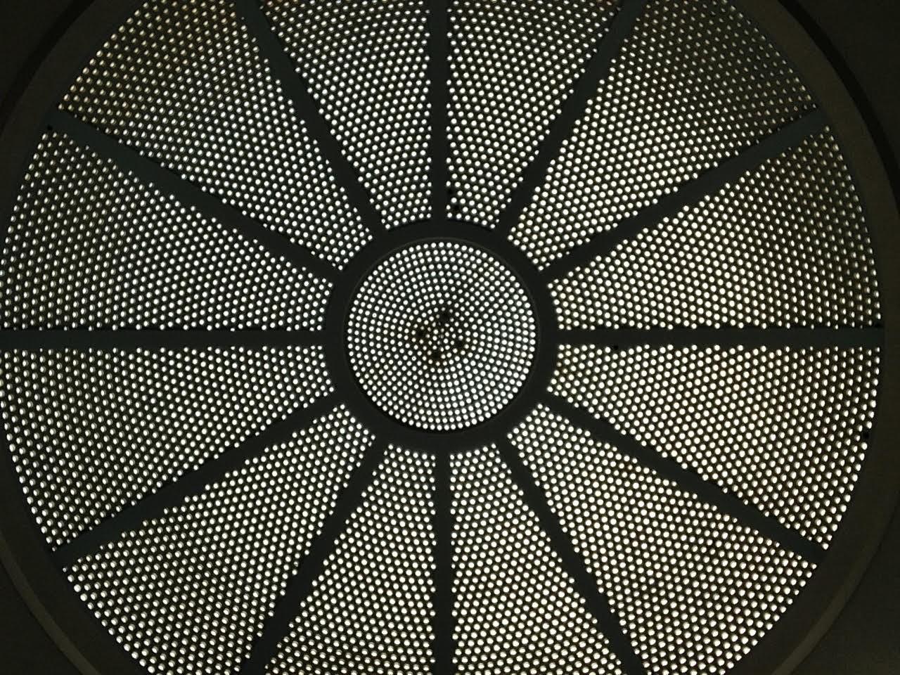 Vedut dall'interno della volta dell'ex palazzo delle Poste di Bari, ora edificio polifunzionale dell'Università degli Studi Aldo Moro - simmetria