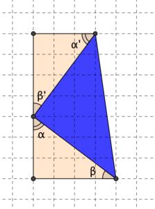 Un triangolo rettangolo isoscele con i lati uguali di 5 quadretti, non paralleli ai lati dei quadretti - Problema di geometria - Uguaglianza tra figure