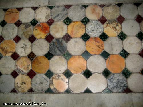 Una tassellazione uniforme (4,8,8) dal pavimento della basilica di S.Maria in Trastevere, a Roma
