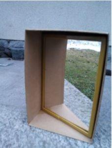 Uno specchio messo di traverso in una scatola a forma di parallelepipedo non fa l'effetto magico, perché non è un piano di simmetria per il parallelepipedo.